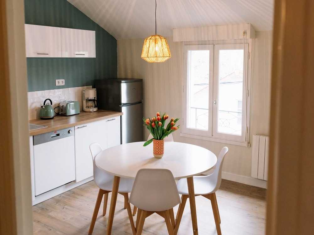 Dining table with little space for a small kitchen - دکوراسیون آشپزخانه کوچک