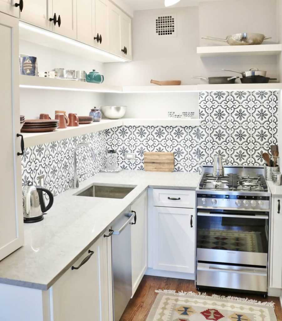 Extra shelving in the kitchen 900x1024 - دکوراسیون آشپزخانه کوچک