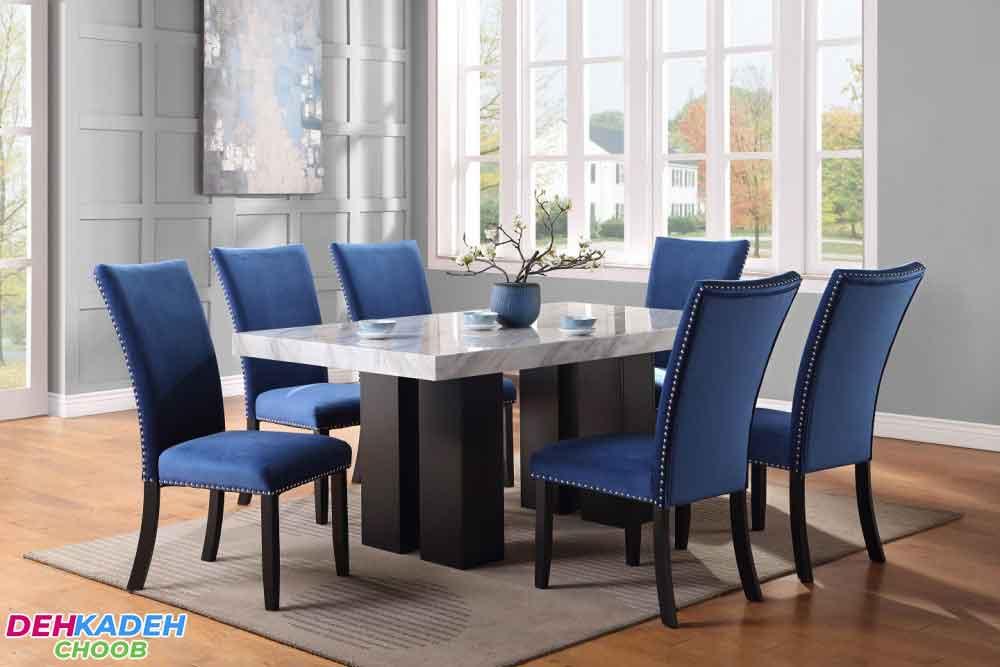 Wooden dining table with blue cover - نکات و راهنمای خرید میز ناهار خوری